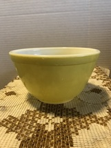 Vintage Pyrex Verde Yellow Green 401 Mixing Bowl Nesting Bowl pale Yello... - $10.50