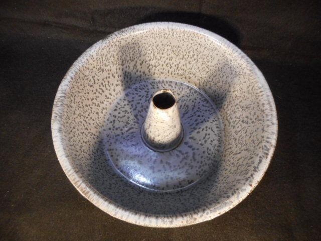 """Vintage Gray Speckled Enamelware Graniteware 9 1/2"""" Tube Bundt Baking Pan"""