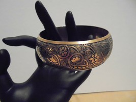 American Eagle Outfitters AEO Wide Cuff Bangle Bracelet Embossed Silver Gold Tne - $8.95