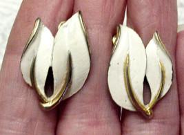 Sarah Coventry EARRINGS Winter White Leaf Motif Gold Plated CLIP ON VTG  - $14.80