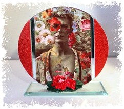David Bowie, Golden Years Cut Glass Round Plaque Red Roses Ltd Edition  #1 - $32.07