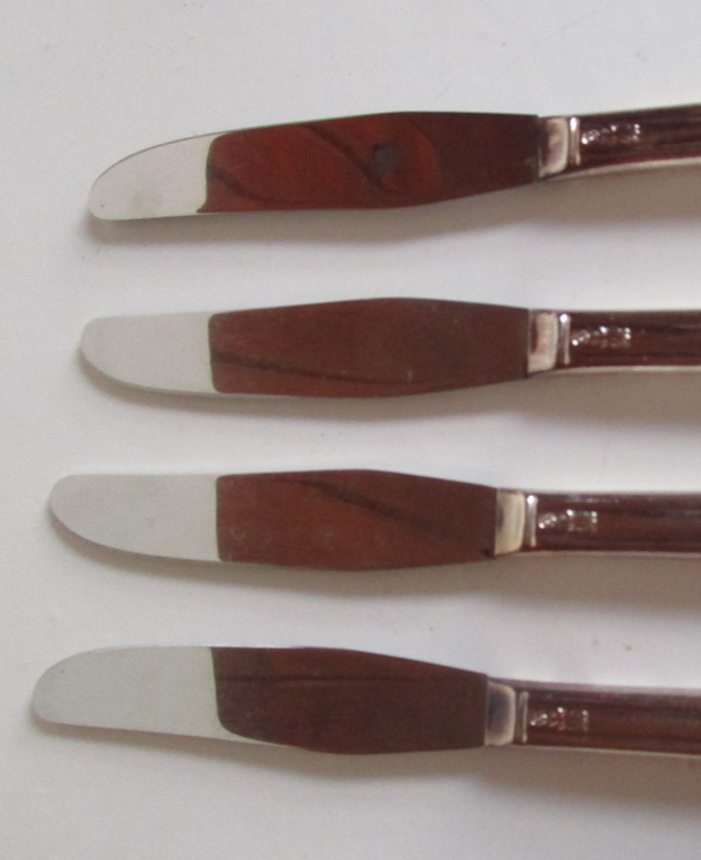 Set of 4 Vintage 1940 AVALON / CABIN PATTERN SILVER PLATE GRILLE KNIVES - $15.99