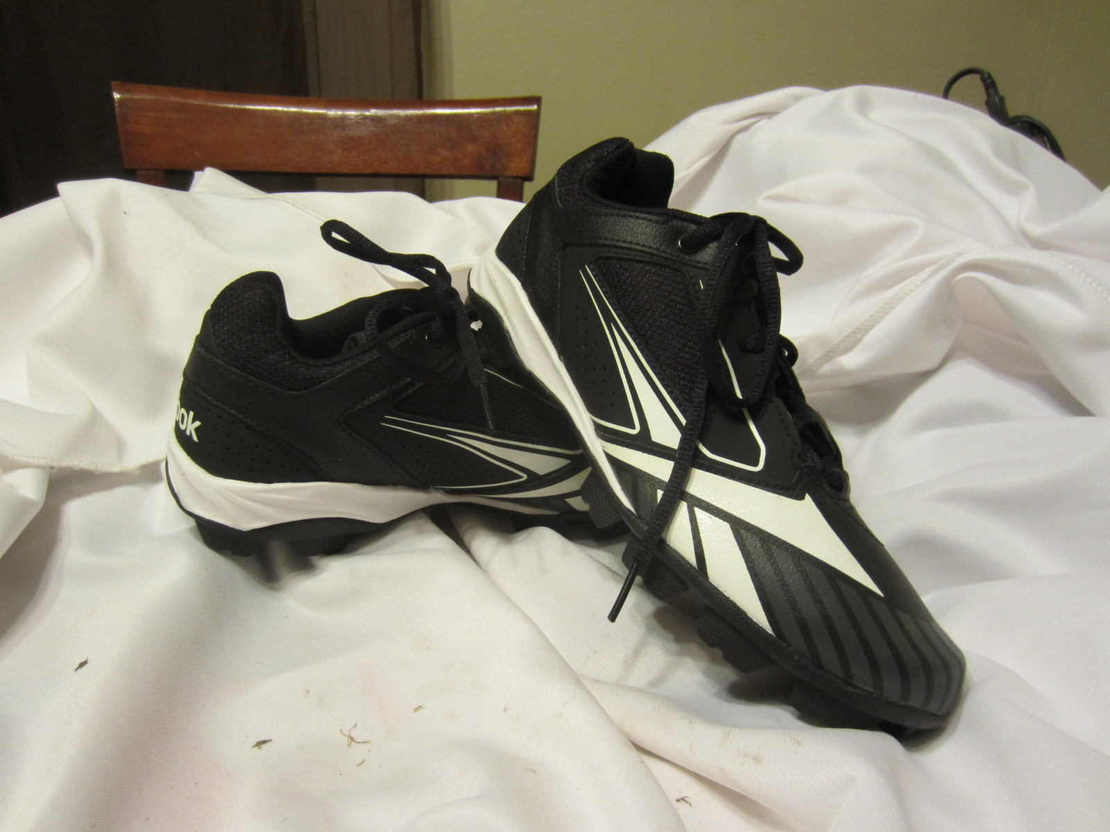 meet 27343 a3a42 New Reebok Youth Baseball Softball Cleats Size 5