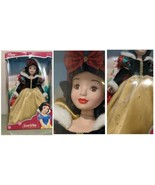 Snow White Porcelain Keepsake Doll Royal Holiday Edition Green Velvet 2003  - $97.99