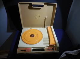 Vintage Fisher Price Record Player Electric  1978  825  Works - $20.99