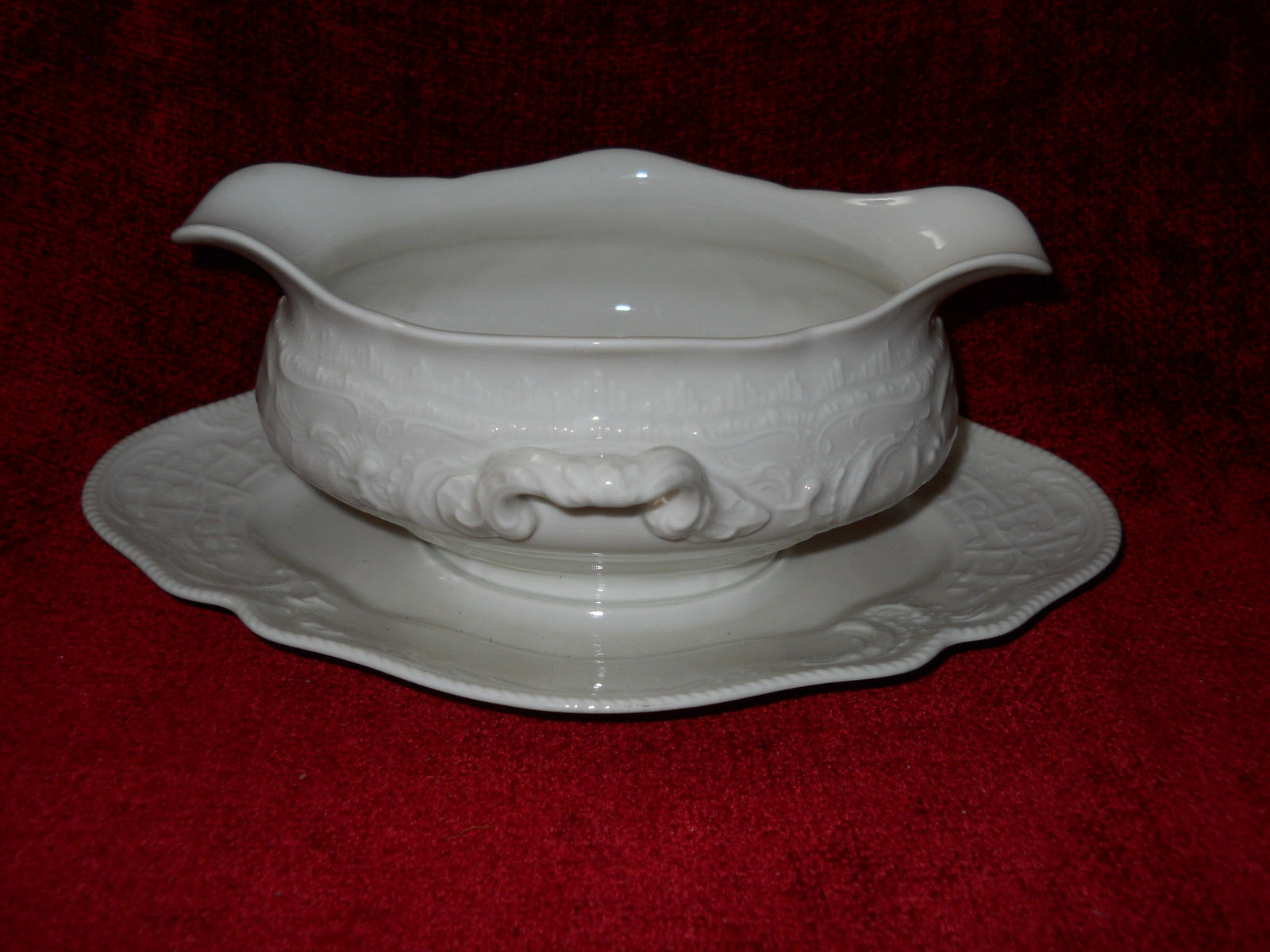 Primary image for SANSSOUCI IVORY NO TRIM  ROSENTHAL gravy boat