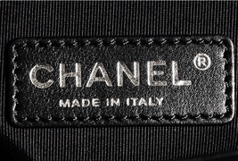 100% AUTHENTIC CHANEL BLACK QUILTED LAMBSKIN NEW MEDIUM BOY FLAP BAG RHW image 3