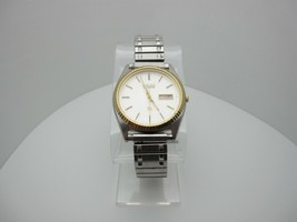 Vintage Seiko Quartz 3 Jewels Analog Dial Casual Day/Date Watch (A787) - $21.74