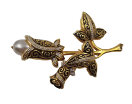 Beautiful Vintage Gold Tone Flower Brooch / Pin with Faux Pearl Accent ~... - $12.86