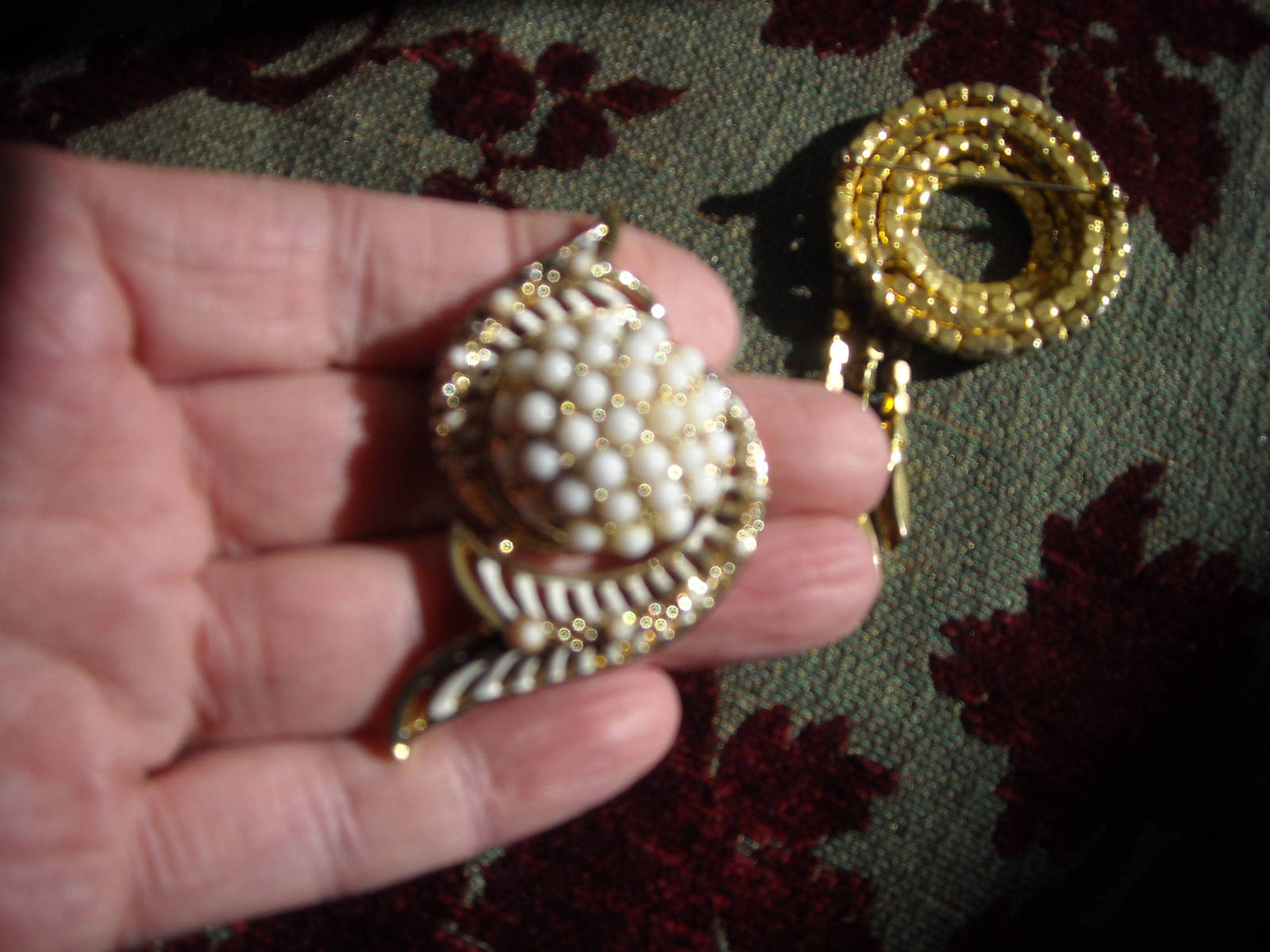 Vintage Brooch Pins White Milk Glass Rhinestone Gold Tone (2)  image 4