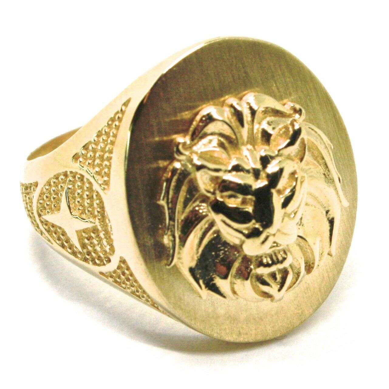 SOLID 18K YELLOW GOLD BAND MAN RING, LION HEAD IN RELIEF, OVAL, VERY DETAILED