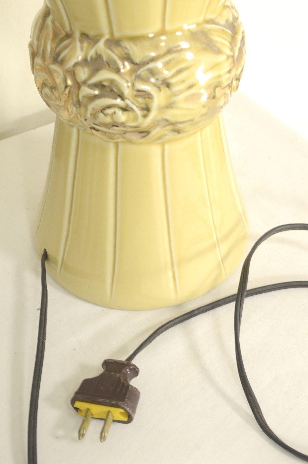 Lamp Mid-Century 1950 gold on gold table lamp numbered 57-221