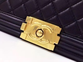 AUTHENTIC CHANEL Black  Quilted Lambskin NEW Medium Boy Flap Bag GHW image 6