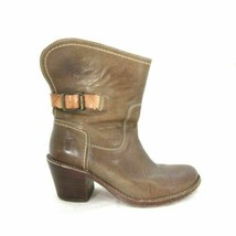 6 - Frye Brown Leather Pull On $298 Carmen Short Heeled Moto Boots 0804MM - $1.842,12 MXN