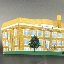 The Cat's Meow Village Fredericktown OH School Building 2001 Packards Gi... - $18.95