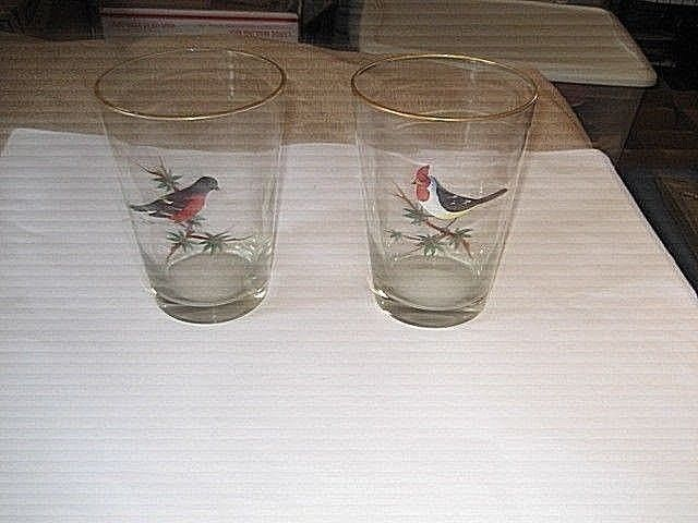 "Set of 2 vintage Clear glass Vases With Hand Painted Birds. 8"" Tall"