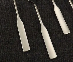 """Oneida Deluxe Modern Antique Lot of 5 Dinner Forks 7 1/4"""" Stainless  - $27.95"""