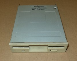3.5 FLOPPY DRIVE INTERNAL – SAMSUNG – SFD-321B – USED – TESTED - $12.50