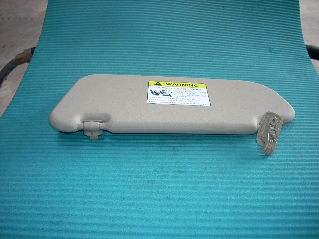 2007 MAZDA 3 RIGHT SUN VISOR