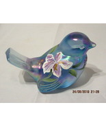 FENTON ART GLASS 1997-98 IRISES ON MISTY BLUE BIRD FIGURINE~D. BARBOUR - €50,43 EUR