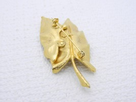 VTG BSK Signed Gold Tone Modern Textured Dual Leaf Brooch Pin image 2