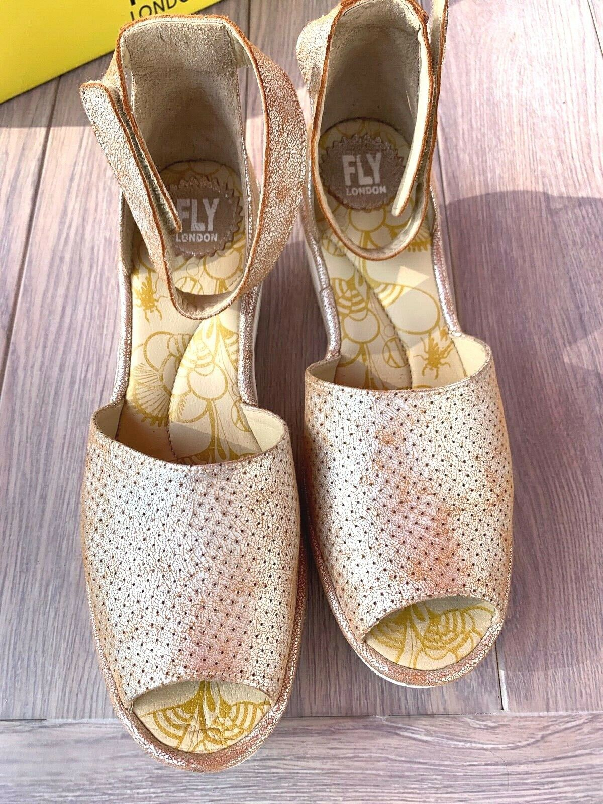 FLY London 40 9 9.5 pearl Perforated Leather Wedge Sandals Yake W Box Preowned image 4
