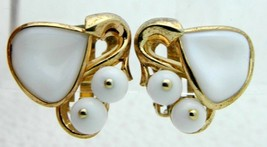 VTG 1954 CROWN TRIFARI White Milk Glass Magnolia Flower Pat Pend Clip Ea... - $59.40