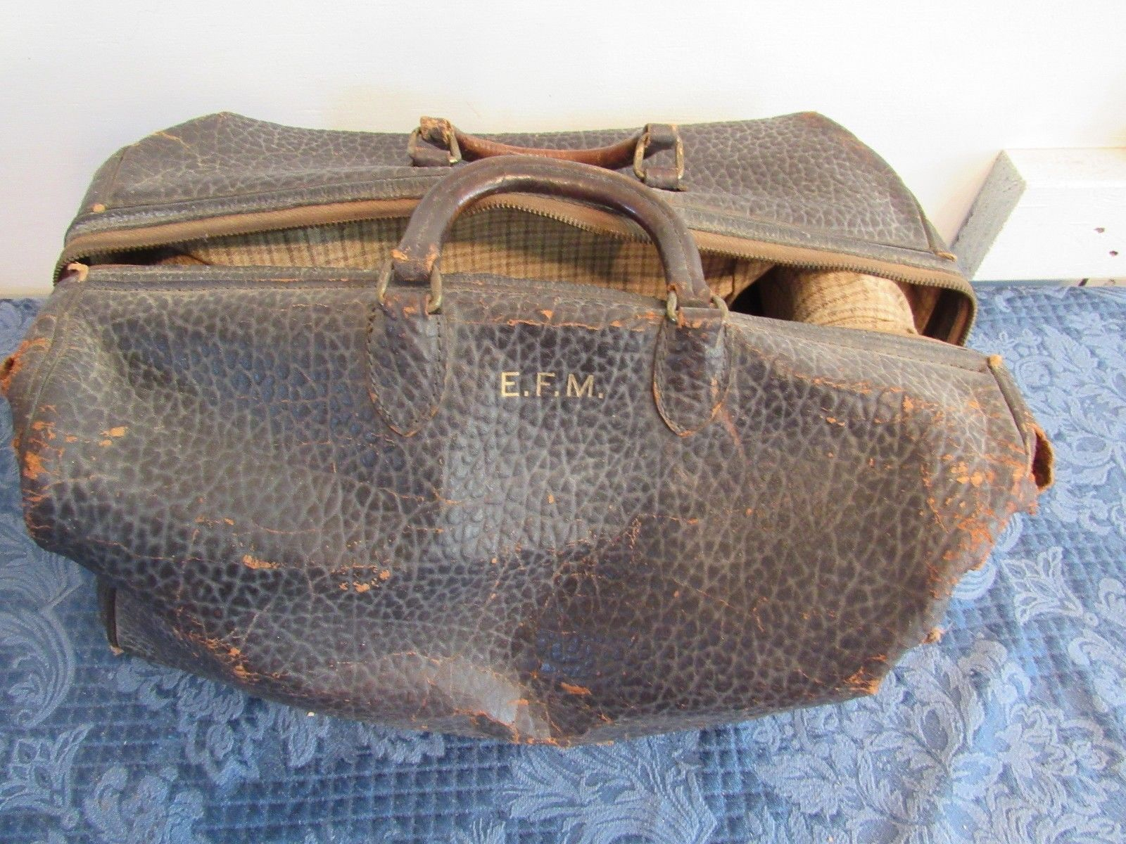 Antique Tanners Counsel Split Cowhide Brown Leather Doctor Bag Prop Set Design