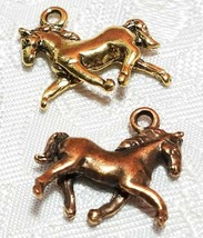 TROTTING HORSE FINE PEWTER PENDANT CHARM - 18x17x4mm