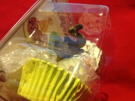 Cupcake gift box with choice of Exotic or Safari African animal  on lid image 2