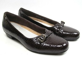 Clarks Artisan Slip On Dress Comfort Shoes Womens size 8.5 M  Reptile embossed - $21.56