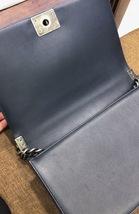 AUTHENTIC CHANEL DARK NAVY BLUE CHEVRON QUIILTED NEW MEDIUM BOY FLAP BAG SHW image 12