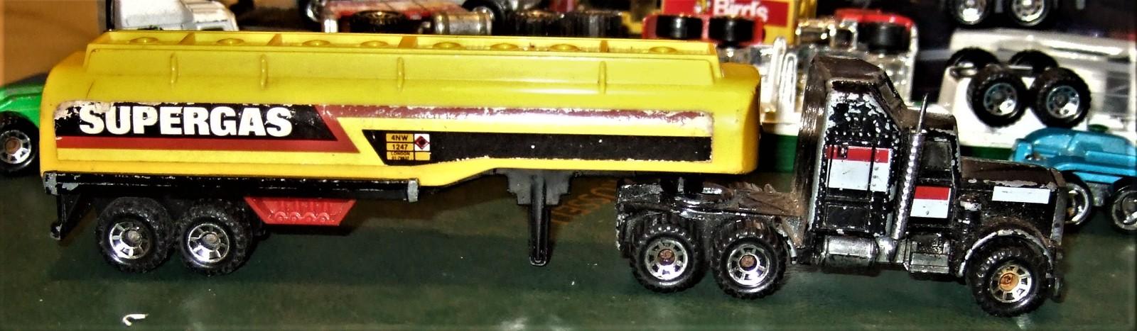 "Matchbox -  Convoy PETERBILT ""SUPERGAS TANKER"" image 4"