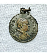 Antique catholic religious faith Medal Pius XI Pont Max Plazza di S. Pie... - $23.28