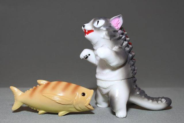 Max Toy Gray and White Negora w/ Fish