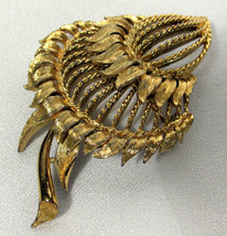 Vtg Monet Signed Gold Plated Open Work Floral Seed Pod Sunflower Brooch / Pin  - $13.85