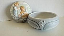 Avon Golden Dreams Porcelain Music Box CL25-19 - $15.99