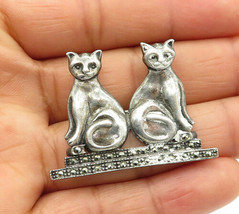 925 Sterling Silver - Vintage Marcasite Accented Sitting Cats Brooch Pin... - $32.96