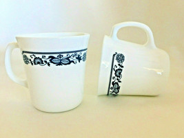 """2 Vintage Corning Corelle Old Town Blue Onion Coffee Mugs D Handle 3.5"""" Usa 44 - $5.59"""
