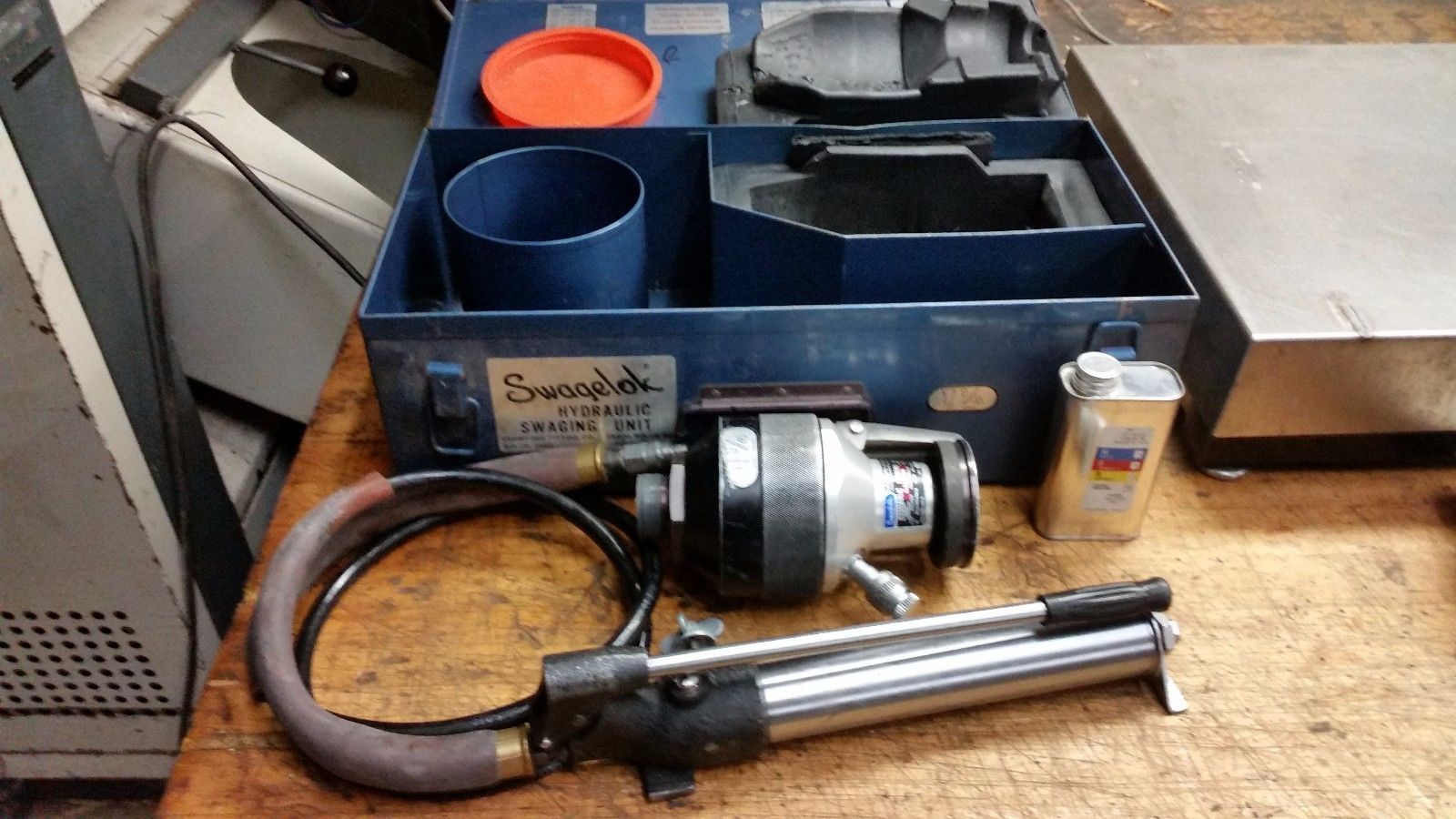 "Swagelok HYDRAULIC TUBE SWAGING TOOL 1-1/4"" 2401 SERIES WITH PUMP"