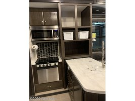 2018 Jayco Seismic 4250 FOR SALE IN Cascade, IA 52033 image 14