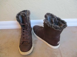 "Ugg Australia #1013908 ""Croft Luxe Quilt Sheepskin Cuff Sneakers"" Size 7... - $47.49"