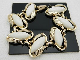 VTG Gold Tone White Thermoset Plastic Leaf Bracelet - $27.32
