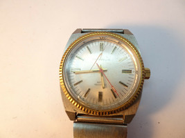 1977 CARAVELLE WINDUP FLUTED BEZEL WATCH RUNS FOR YOU TO FIX CRYSTAL - $125.00