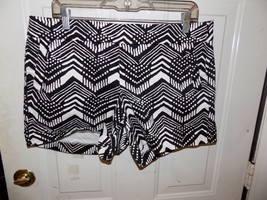 J Crew Black and White Abstract Printed Chino Stretch Shorts Size 12 Wom... - $20.25