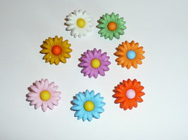 "Flower Power Colorful Daisy Plastic Shank Buttons (8 buttons)  3/4"" Red ... - $4.45"
