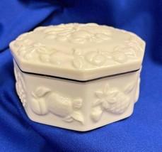 Lenox Ring Box Jewelry Trinkets Porcelain White Fruit Design Vintage 3 1... - $14.80