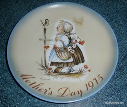 Schmid 1975 Mother's Day Plate Sister Berta Hummel MESSAGE OF LOVE - GIFT! - $9.69