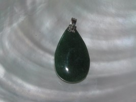 Vintage Simple Green Teardrop Stone with Thin Floral Silvertone Bail Pen... - $8.59