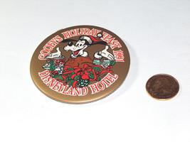 """1991 Goofy's Vacanza il Festino 3 """" Disneyland Hotel Rotondo Pin Dietro Bottone - $9.28"""